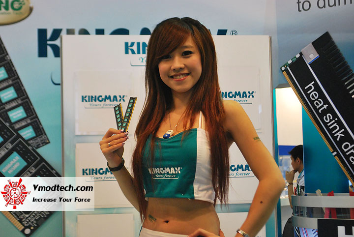 2 Pretty Girls of Computex Taipei 2011 Day 2