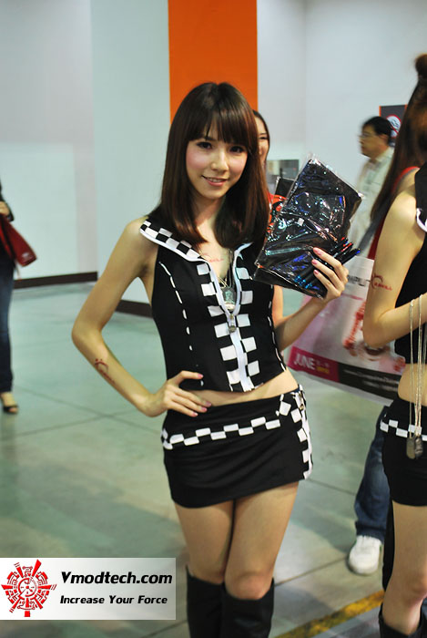 4 Pretty Girls of Computex Taipei 2011 Day 2