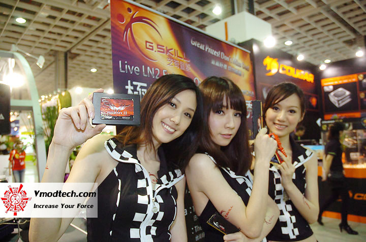 11 Pretty Girls of Computex Taipei 2011