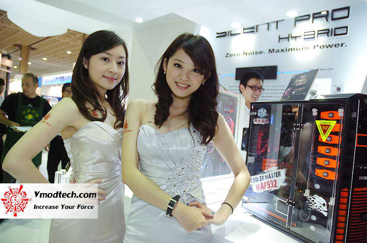 2 Pretty Girls of Computex Taipei 2011