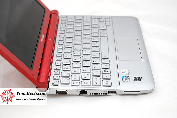 8 Review : Toshiba NB305 Netbook